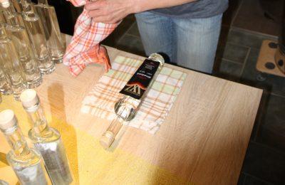 Flaschen etikettieren